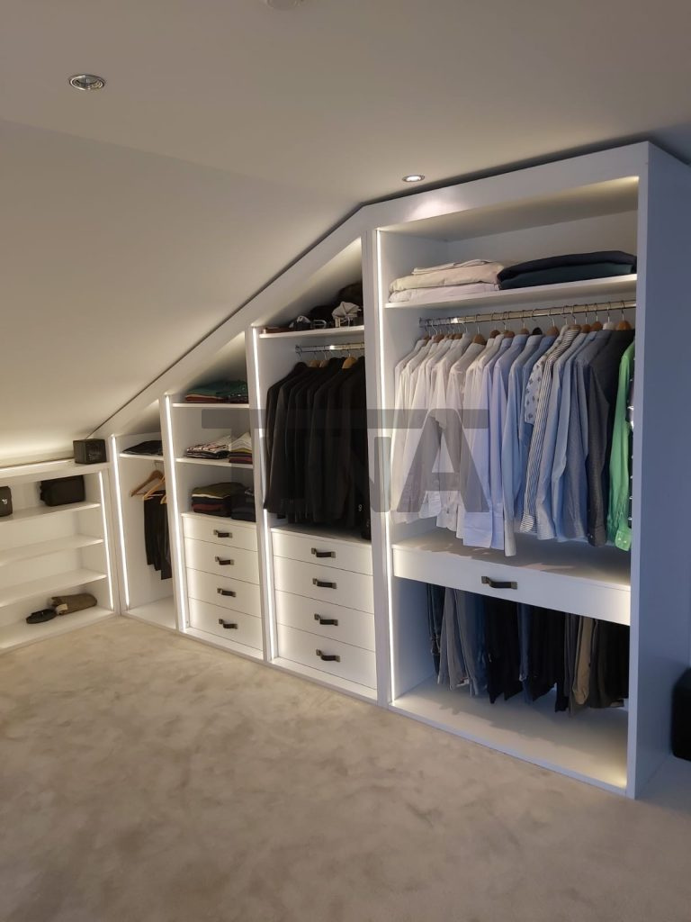 Açılı Giyinme Odası